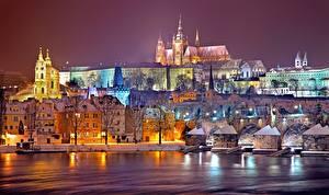 Bilder Prag Tschechische Republik Winter Flusse Gebäude Nacht Prague castle, Vltava Städte