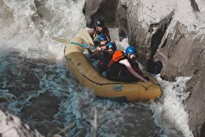 Fonds d'écran Rafting Rivières Pierres Bateau Homme Uniforme Casque