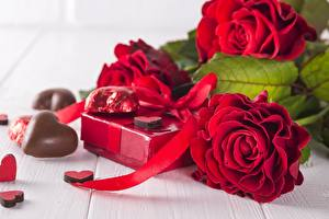 Fotos Rosen Schokolade Rot Herz Geschenke