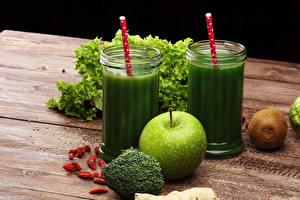 Images Smoothie Vegetables Apples Kiwi Wood planks Highball glass Green Food