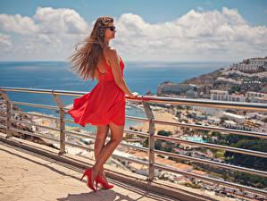 Fondos de Pantalla España Cabello castaño Gafas Vestido Tacón Rojo Valla Canarias Ventoso Gran Canaria Chicas