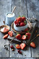 Wallpaper Strawberry Cherry Wood planks