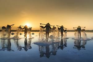 Bilder Sonnenaufgänge und Sonnenuntergänge Asiatische Vietnam Der Hut Salz Salt Fishing