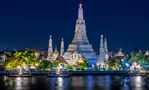 Fotos Thailand Bangkok Tempel Flusse Bootssteg Lichtstrahl Nacht