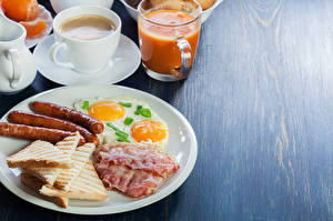 Hintergrundbilder Wiener Würstchen Brot Kaffee Saft Speck Frühstück Teller Spiegelei Tasse Lebensmittel