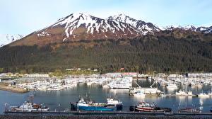 Fotos Alaska USA Gebirge Wälder Seebrücke Jacht Schnee Bucht Seward Städte