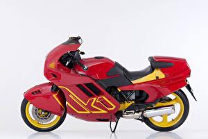 Fotos BMW - Motorrad Retro Weißer hintergrund Rot Seitlich 1988-93 K1 Motorrad