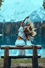Hintergrundbilder Blondine Haar Hinten Sitzt Hand Bank (Möbel) Mädchens