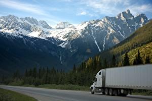 Fotos Kanada Gebirge Straße Lastkraftwagen Wälder Schnee Canadian Rocky mountains, Yukon Natur