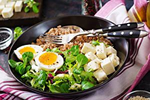 Bilder Käse Buchweizen Teller Essgabel Eier Basilienkraut das Essen