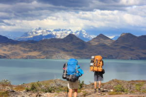 Hintergrundbilder Chile Berg See Park 2 Tourist Rucksack South America, Torres Del Paine National Park, Lake Peho Natur