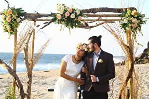 Bilder Paare in der Liebe Mann Asiatische Strände Heirat 2 Bräutigam Braut Kleid Kranz junge frau