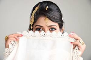Wallpapers Eyes Jewelry Fingers Brunette girl Glance Manicure Jewelry ring Indian Girls