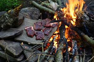Fotos Feuer Steine Fleischwaren Funkenfeuer Stücke Lebensmittel