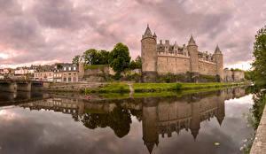 Fotos & Bilder Frankreich Burg Flusse Spiegelung Spiegelbild Josselin Castle Städte