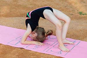 Hintergrundbilder Gymnastik Kleine Mädchen Körperliche Aktivität Bein Sport