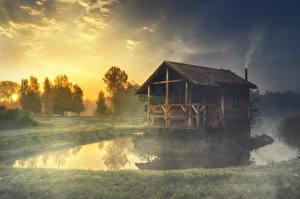 壁纸、、湖、建物、草、霧、木製、自然