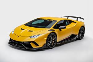 Bilder Lamborghini Weißer hintergrund Gelb Metallisch