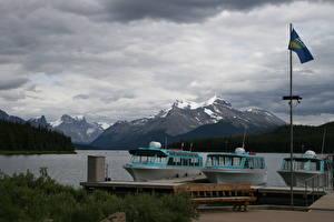 Fotos Schiffsanleger Motorboot See Gebirge Kanada Flagge Bank (Möbel) Jasper park Alberta, Lake Maligne Natur