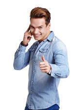 Bilder Mann Finger Weißer hintergrund Lächeln Hemd