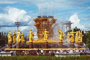 Fotos Moskau Russland Springbrunnen Skulpturen Park Gold Farbe Vdnkh, Fountain Friendship of peoples Städte
