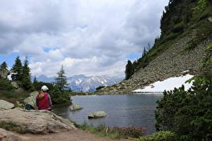 Hintergrundbilder Gebirge Steine See Deutschland Alpen Sitzend Schnee Dachstein Natur Mädchens