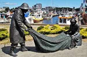 Pictures Poland Pier Motorboat Sculptures Fishing Monuments Kolobrzeg