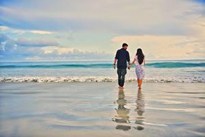 Fotos Meer Wasserwelle Mann Paare in der Liebe Wasser Strände Zwei Gehen Auf ein datum date Natur