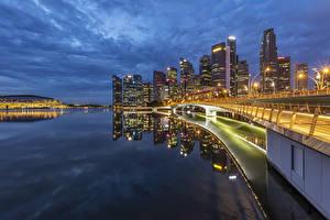Hintergrundbilder Singapur Gebäude Brücke Abend Bucht Straßenlaterne