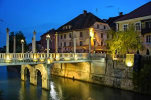 Desktop hintergrundbilder Slowenien Ljubljana Haus Fluss Brücke Nacht Straßenlaterne Städte