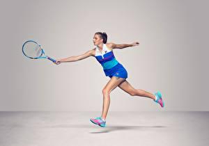 Bilder Tennis Laufen Grauer Hintergrund Bein Czech WTA Karolina Pliskova sportliches Mädchens