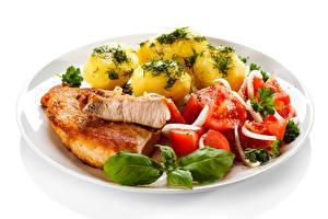 Fotos Die zweite Gerichten Kartoffel Fleischwaren Gemüse Weißer hintergrund Teller das Essen