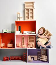 Fotos Spielzeuge Kleine Mädchen Sitzt kind