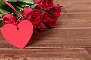 Fondos de Pantalla Día de San Valentín Rosas Corazón Tarjeta de felicitación de la plant Holzplanken Rojo Flores
