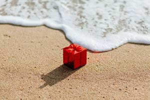 Fotos Wasserwelle Geschenke Rot Sand Schaum Schachtel