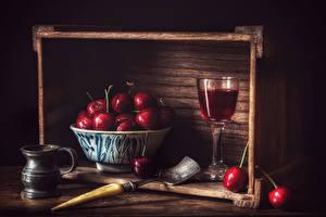 Fotos & Bilder Wein Kirsche Stillleben Bretter Weinglas Becher Lebensmittel