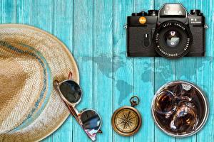 Bilder Bretter Der Hut Brille Fotoapparat Kompass