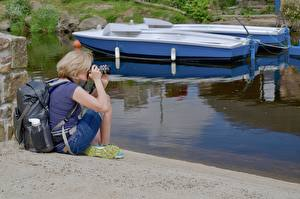 Images Boats Blonde girl Photographer Rucksack Sit Girls