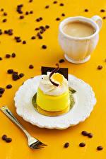 Hintergrundbilder Törtchen Kaffee Cappuccino Teller Essgabel Tasse Getreide das Essen