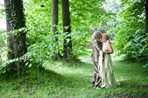 Pictures Couples in love Men Adult woman Grass 2 Hug Dress Noces Groom Brides
