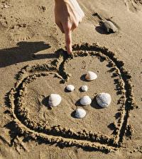 Papel de Parede Desktop Dedos da mão Concha Areia Coração