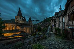 Fotos Frankreich Gebäude Abend Tempel Kirche Straße Zaun Conques Städte
