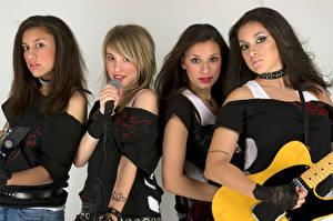 Hintergrundbilder Blick Mikrofon Gitarre Vier 4 junge Frauen