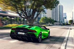 Hintergrundbilder Lamborghini Hinten Grün Roadster Fahren Hellgrüne Spyder Evo Huracan auto