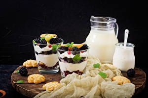 Pictures Milk Dessert Cookies Blackberry Cutting board Jug container Highball glass Cream Food