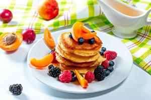 Photo Pancake Apricot Blackberry Raspberry Blueberries Plate