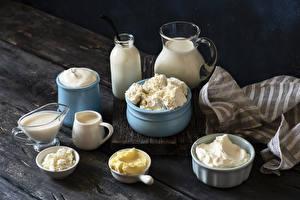 Desktop hintergrundbilder Topfen Weißkäse Quark Hüttenkäse Milch Saure Sahne Bretter Krüge Flasche Öle Die Sahne das Essen