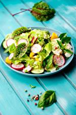 Bilder Salat Gemüse Schwarzer Pfeffer Bretter Teller Lebensmittel