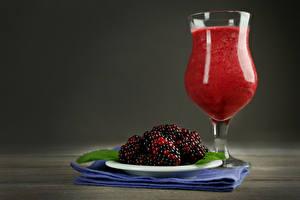 Hintergrundbilder Smoothie Brombeeren Weinglas das Essen