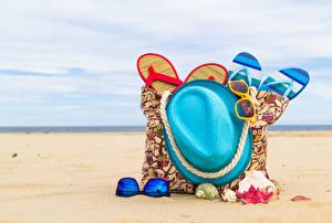 Papel de Parede Desktop Verão Bolsa Concha Praias Areia Chapéu Chinelo Lunettes